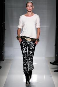 Pantalone stampa damascata e maglia di cotone