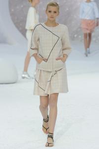 Tailleur di tweed con disegni geometrici