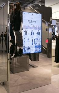 Totem tecnologico nel nuovo negozio Oviesse di Milano